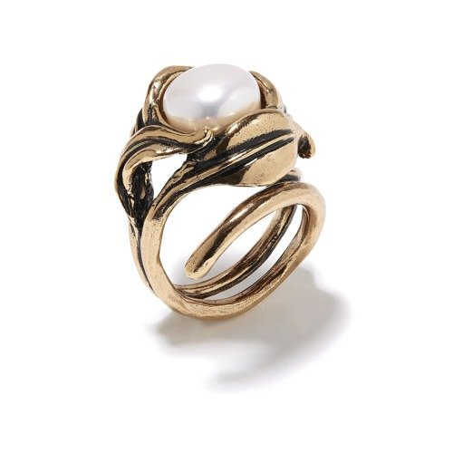 Modern with pearls. Big ring